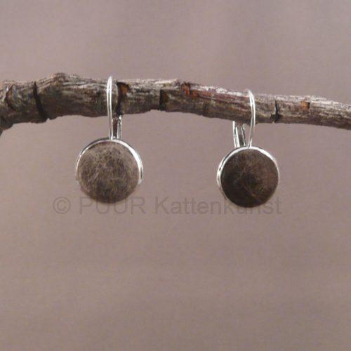 Zilvermetalen oorbellen ingelegd wol vooraanzicht